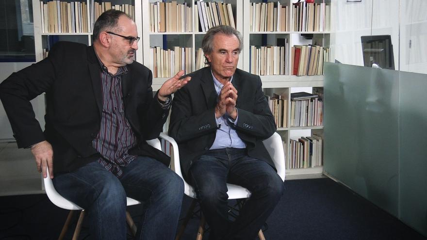 Antón Losada y Javier Pérez Royo, durante la entrevista.