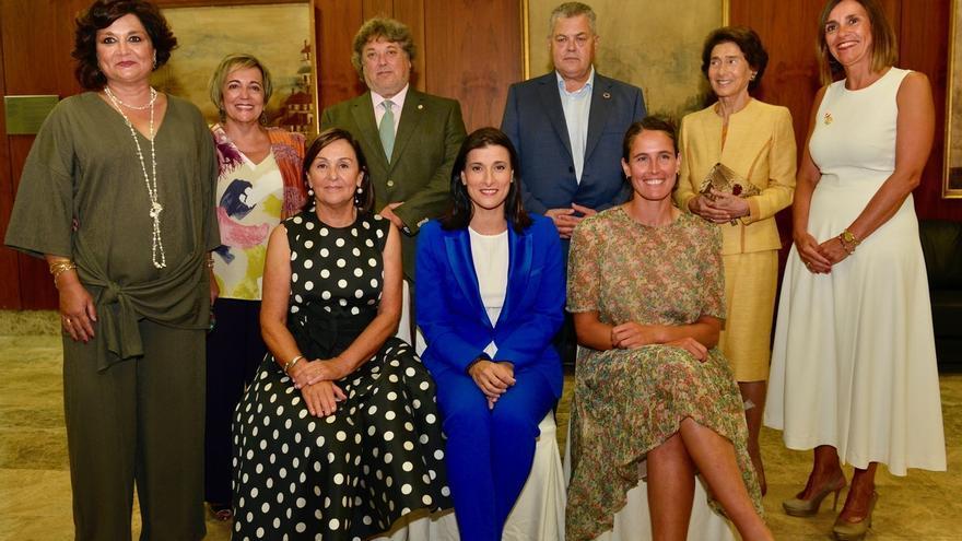 Dolores Gorostiaga, Gema Igual y Berta Betanzos reciben el Emboque de Oro de la Casa de Cantabria en Madrid