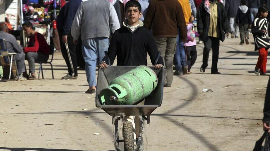Al menos 85 muertos por falta de comida y medicinas en campo sirio de Yarmuk