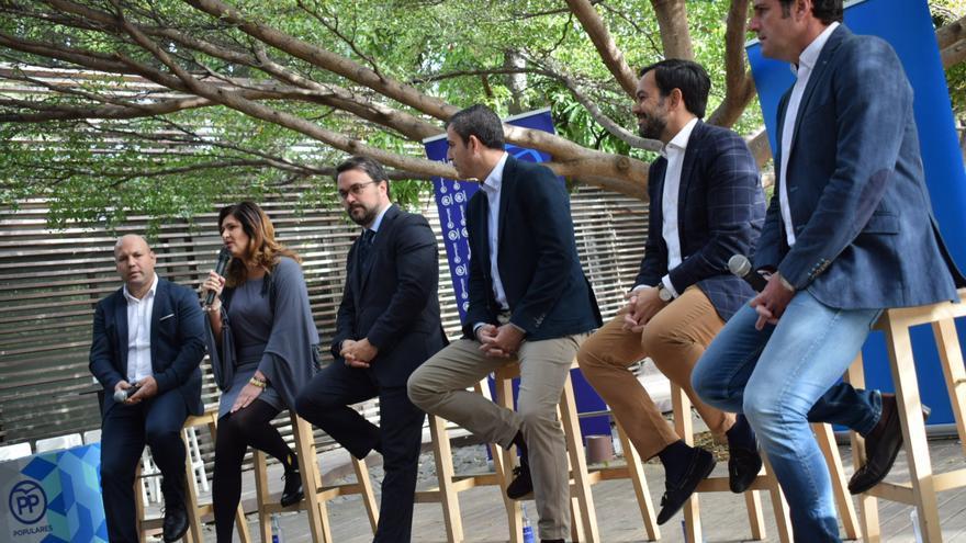 Los candidatos y actuales alcaldes de La Guancha, Güímar, Los Realejos, Puerto de la Cruz y Santiago del Teide, junto a Asier Antona