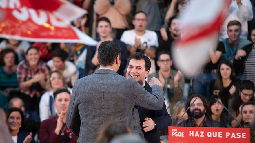 Gonzalo Caballero, líder del PSdeG, con Pedro Sánchez en un mitin previo a las generales del 28A