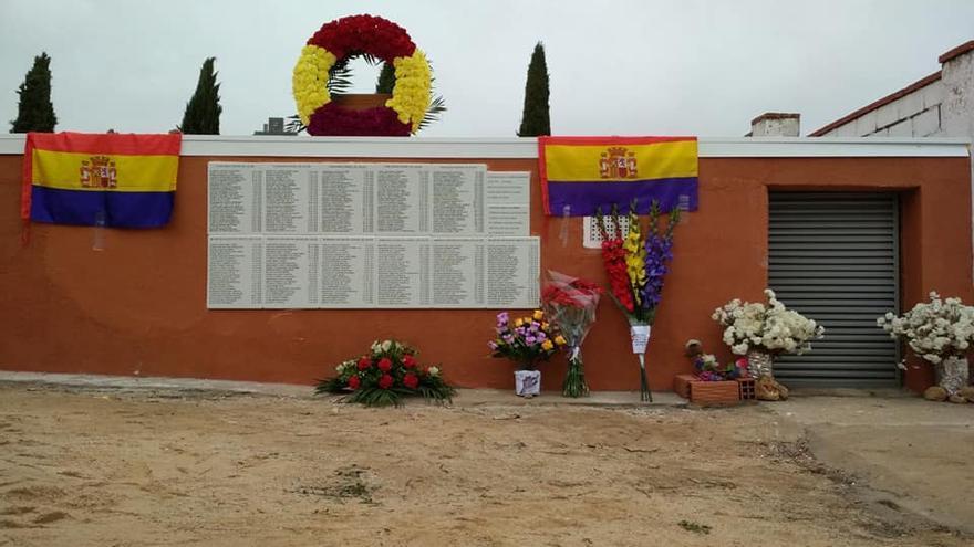 Placas de homenaje a víctimas del franquismo en la prisión de Uclés