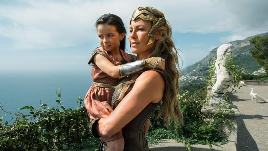 La reina Hipólita y la pequeña princesa Diana (Wonder Woman)