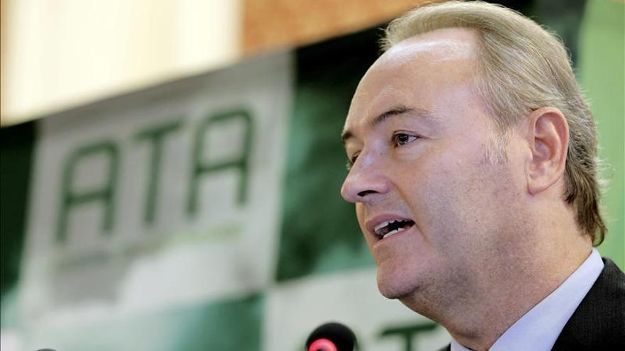 Fabra afirma que se abrirá expediente a Cotino tras su imputación en Gürtel