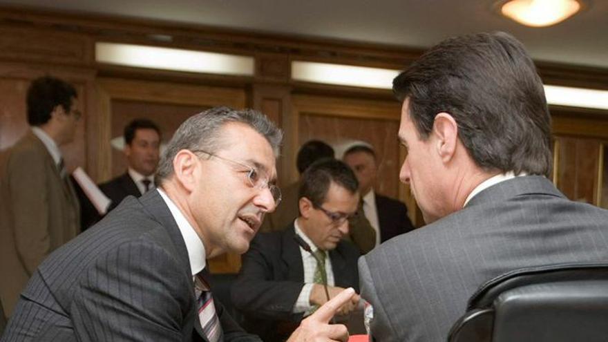 Paulino Rivero (izquierda) con José Manuel Soria.
