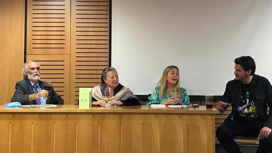 Elsa López ha participado en diferentes actos literarios en Chile.
