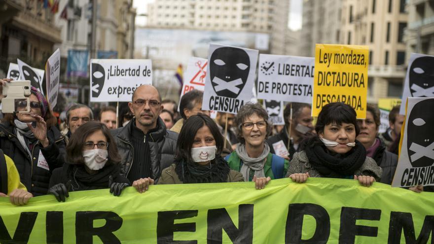 """Cabecera de la manifestación contra las leyes """"que amordazan"""". Madrid, 14 de febrero de 2015. \ Disopress"""