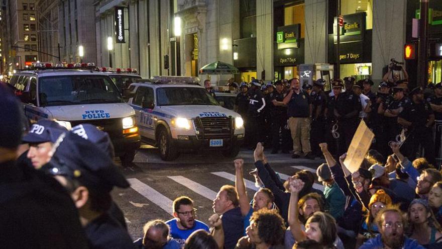 Indignados de Ocupa Wall Street celebran en Nueva York su quinto aniversario