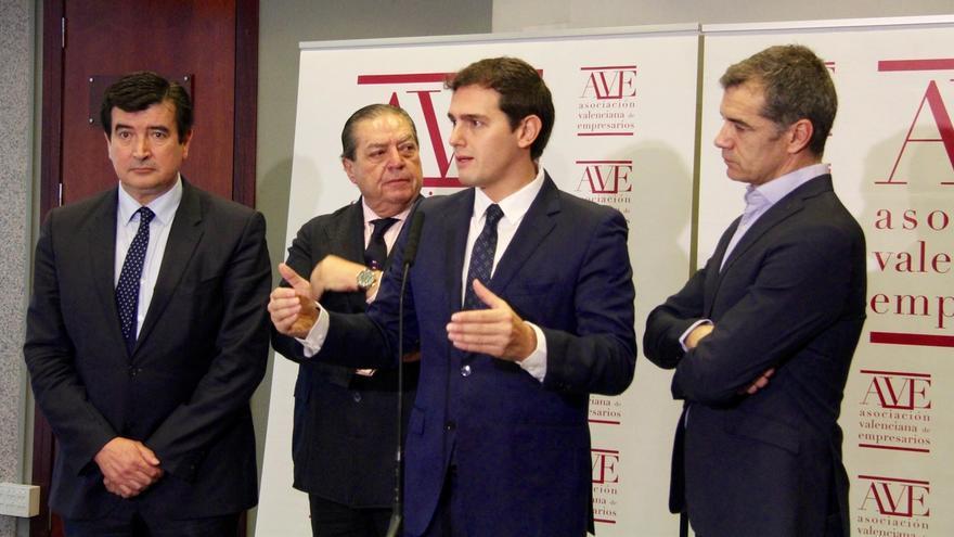 """Rivera reclama al Gobierno inversión en el Corredor Mediterráneo y critica las """"autopistas sin coches"""""""