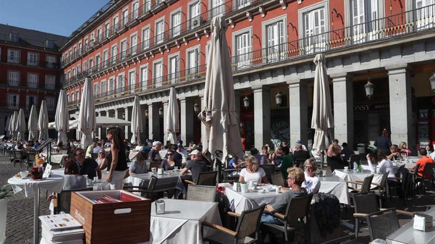 La llegada de turistas crece el 6,1 % en marzo, hasta los 4,9 millones