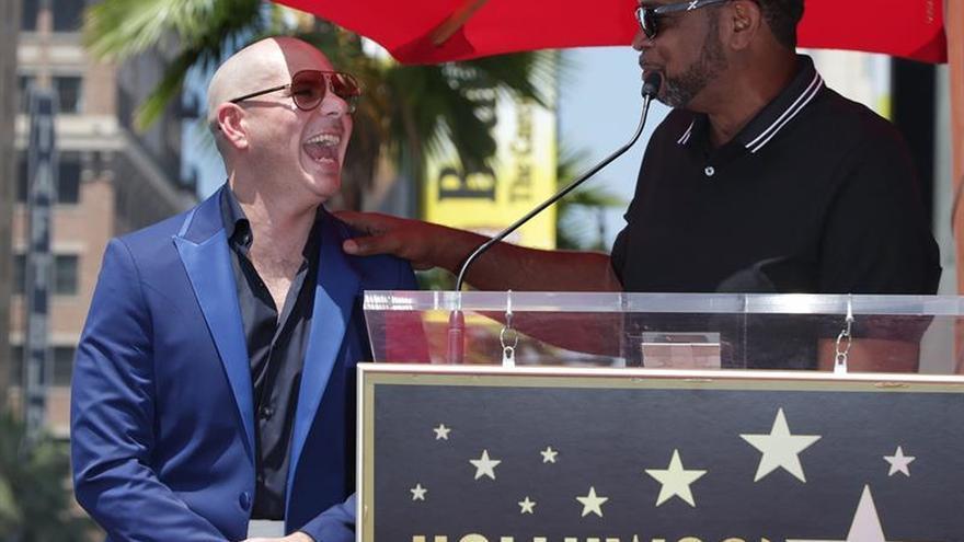 Pitbull desvela su estrella en Hollywood y reivindica a los latinos en EE.UU.