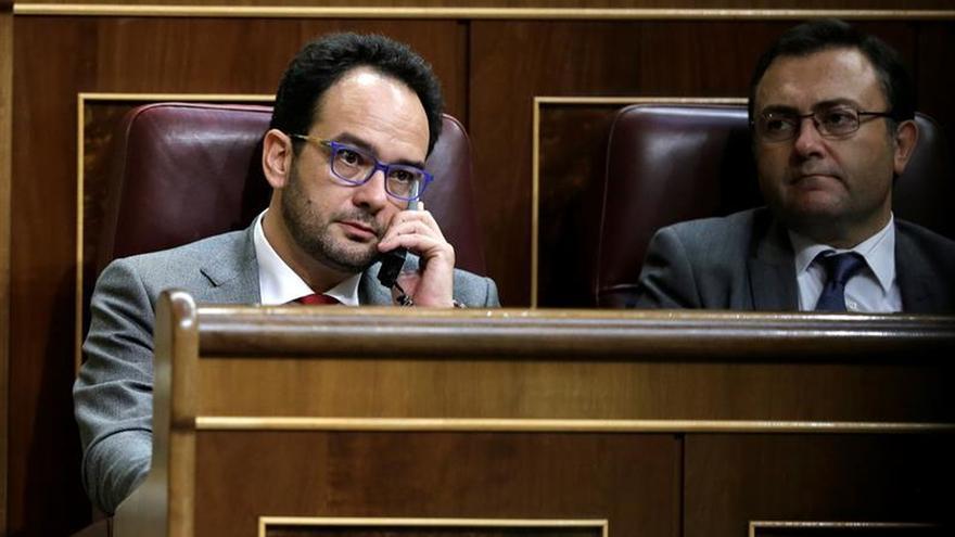 El PSOE pide que Montoro acuda al Congreso por paralizar la Oferta Pública Empleo