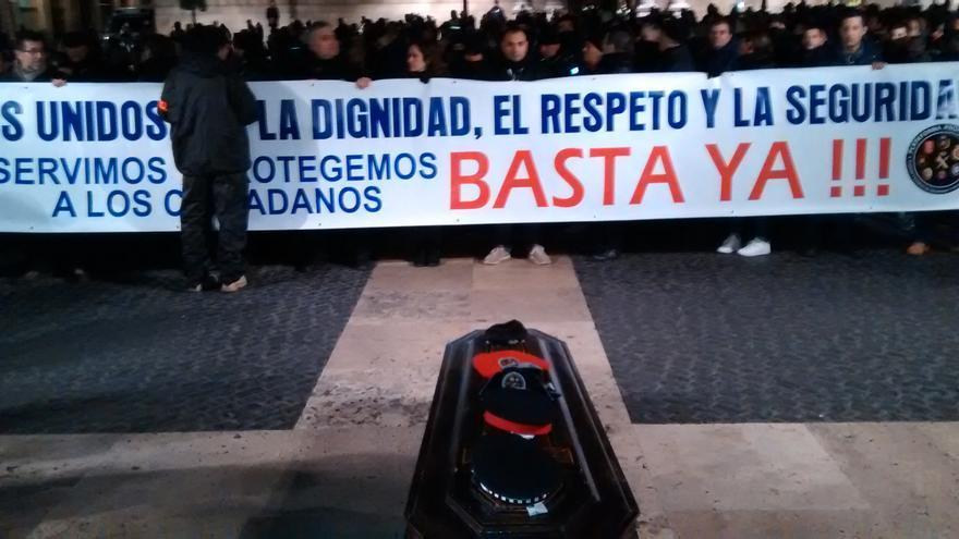 La manifestación a su llegada a la plaza Sant Jaume