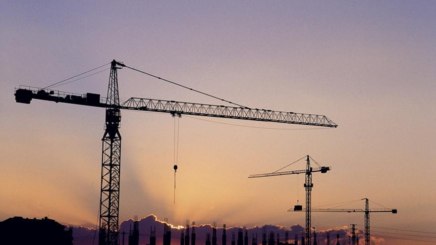 Grúas de construcción en Vitoria. Foto: Irekia