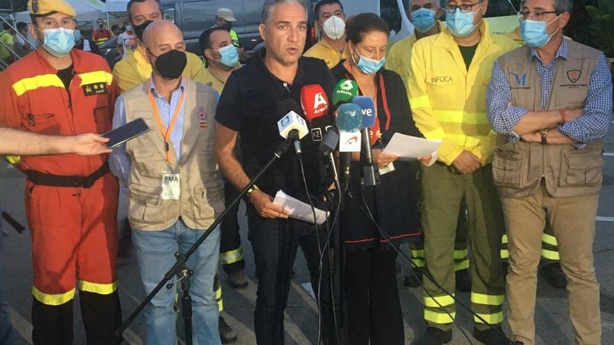 El consejero de la Presidencia, Elías Bendodo, atiende a los medios en Estepona en el PMA