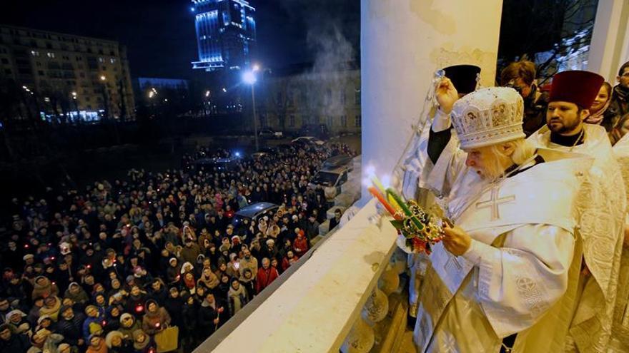 Putin felicita la Pascua ortodoxa y alaba la labor de la Iglesia