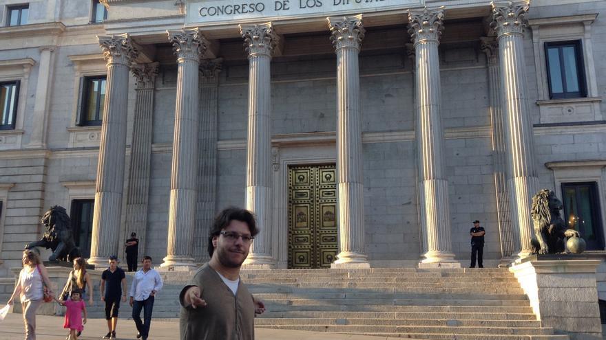 Raúl Gay delante del Congreso