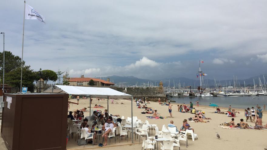 Playa de la Ribeira, en Baiona, primer arenal sin humo de Galicia