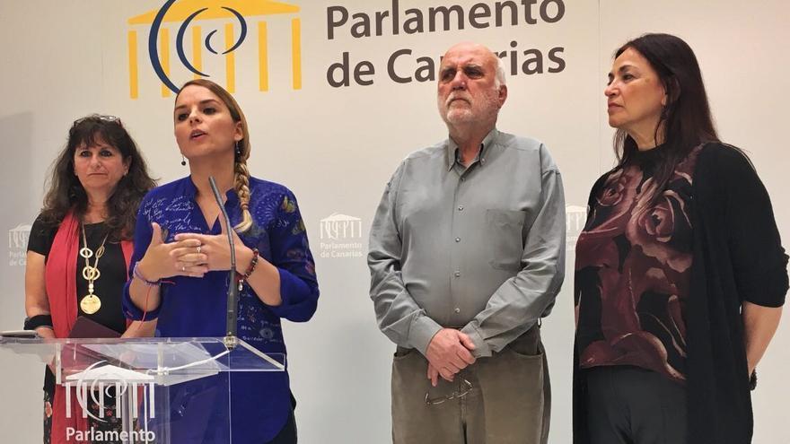 Rueda de prensa de Podemos en el Parlamento de Canarias