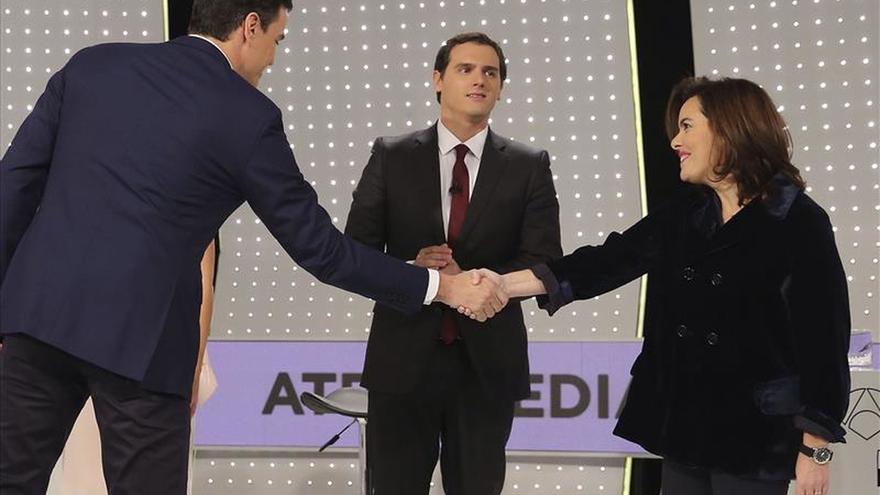 """Sáenz Santamaría defiende el """"proyecto compacto"""" del PP frente a otros """"unipersonales"""""""