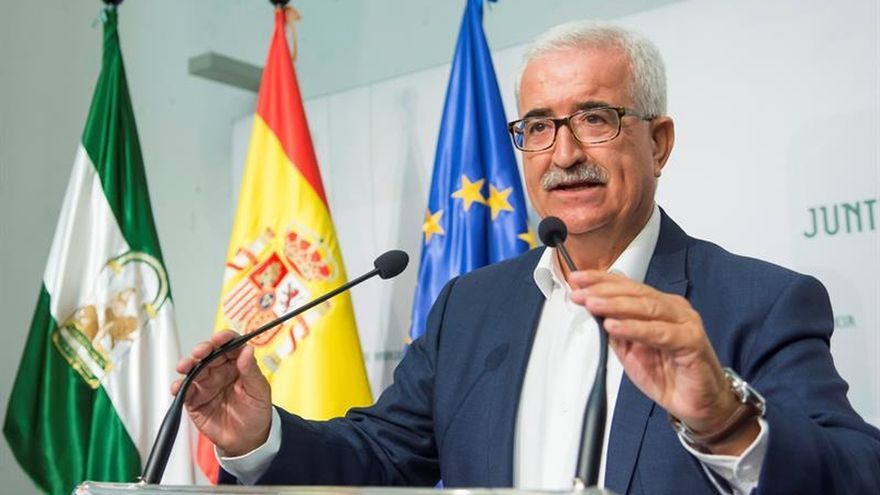 Andalucía critica la tardanza de Rajoy en tomar decisiones sobre Cataluña