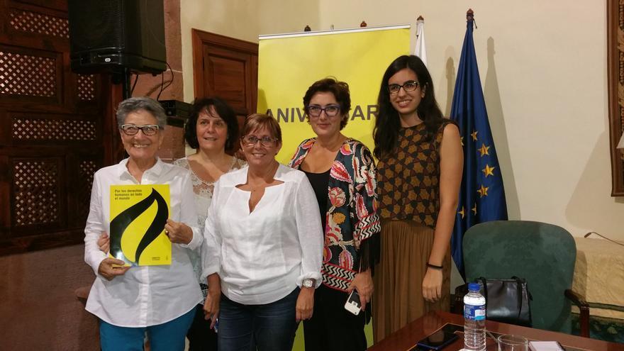 Montserrat Román, Charo Echevarría, Ana Vega, Montserrat Domínguez y Miriam Ojeda. Foto: LUZ RODRÍGUEZ.