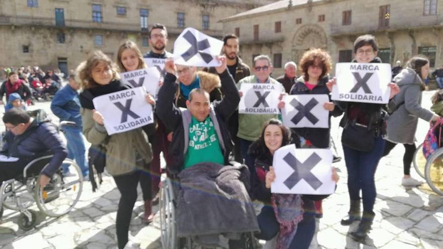 Protesta para destinar impuestos que protejan a la población vulnerable en el medio rural. Subida a Facebook por CDR O Viso.
