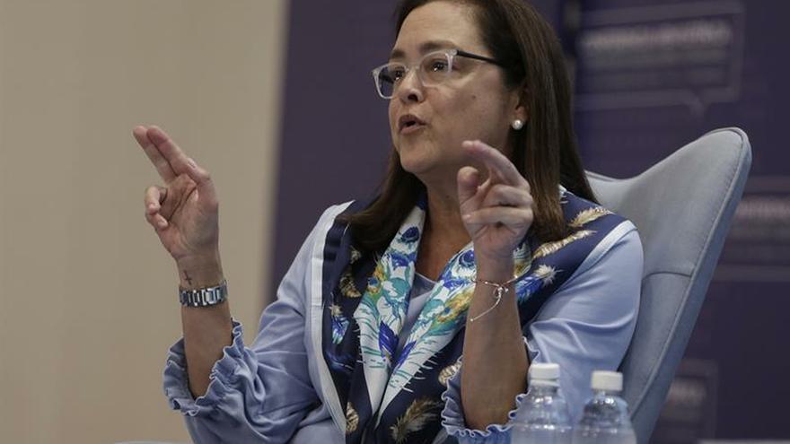 """En la imagen un registro de la canciller de El Salvador, Alexandra Hill Tinoco, quien señaló que el Gobierno """"impulsa iniciativas productivas para que los compatriotas que han retornado a la nación puedan desarrollarse de manera plena""""."""