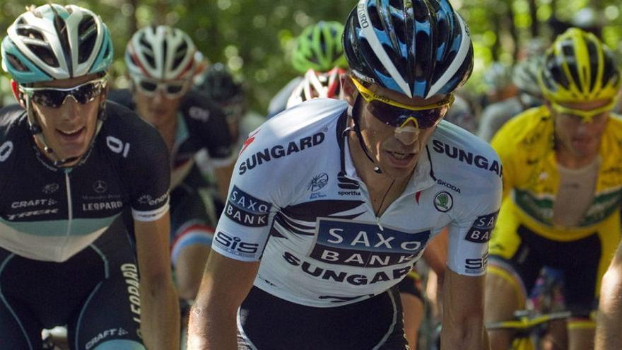 Alberto Contador al frente del pelotón (EUROPA PRESS).