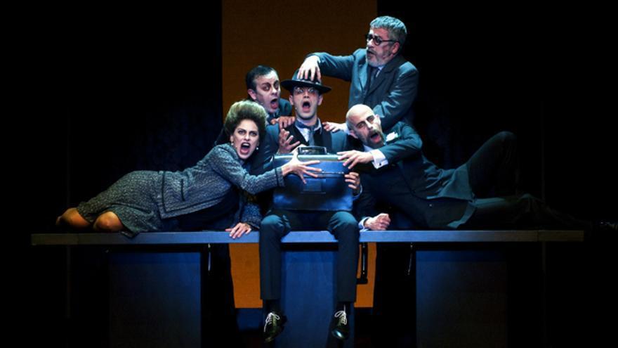 'Frank V, opereta d'una banca privada' de Dürrenmatt en el Teatre Lliure de mans de Josep Maria Mestres