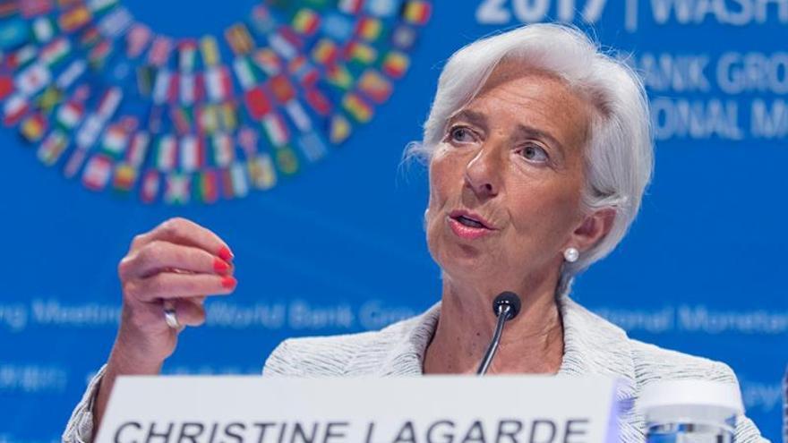 """Lagarde urge a reducir la """"ansiedad y la incertidumbre"""" en torno al """"brexit"""""""