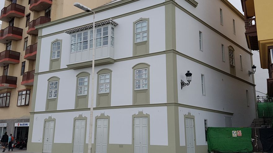 La obra del hotel ya ha concluido y las vallas se han retirado de la fachada. Foto: LUZ RODRÍGUEZ.