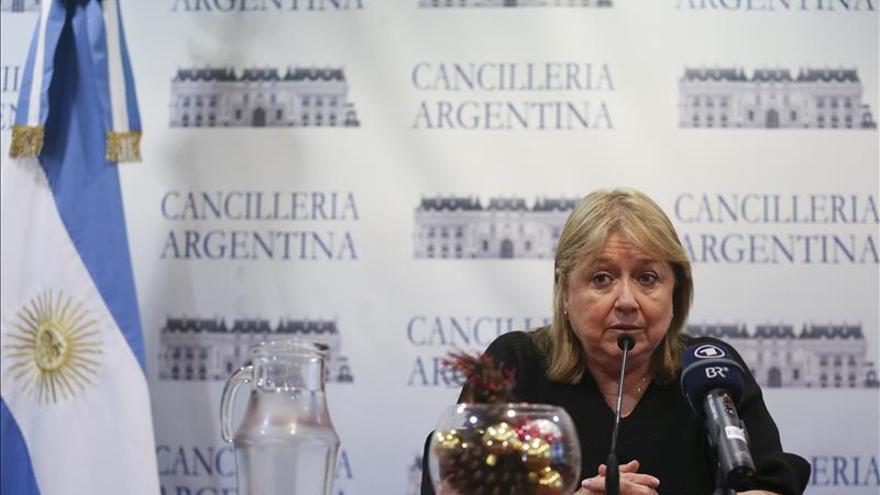"""Argentina no dejará """"a nadie de lado"""" en política exterior, afirma la canciller"""
