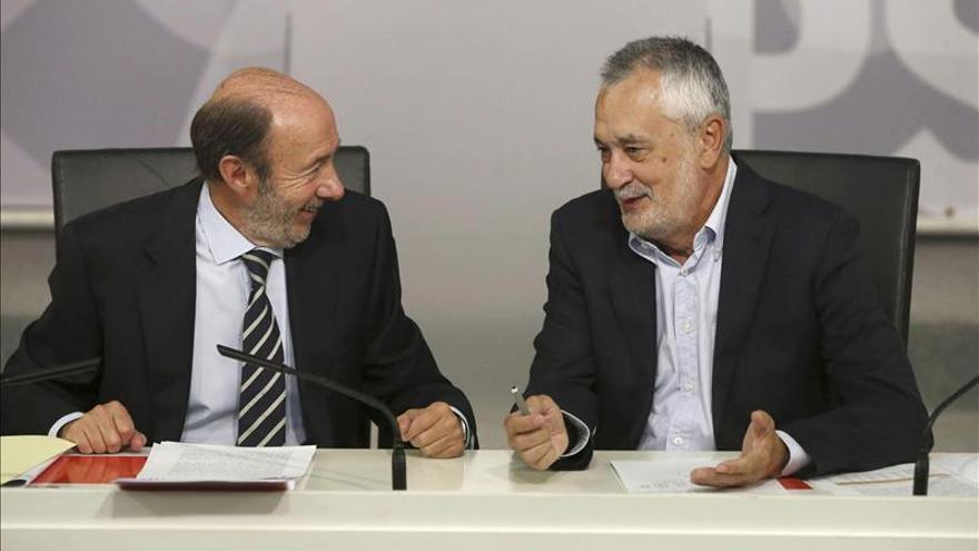 """Rubalcaba afirma que Rajoy no conseguirá esconder a Bárcenas """"tras la prima de riesgo"""""""