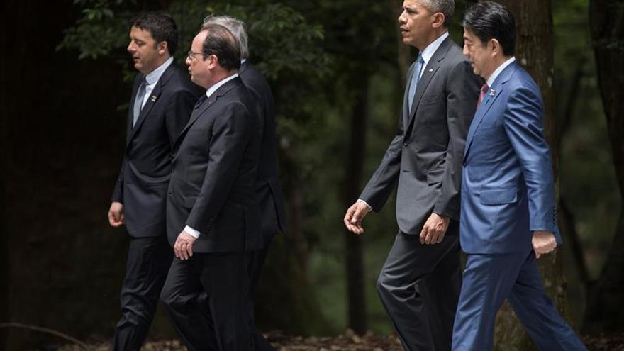 """Obama dice que Trump inquieta al mundo por su """"ignorancia"""" en temas globales"""