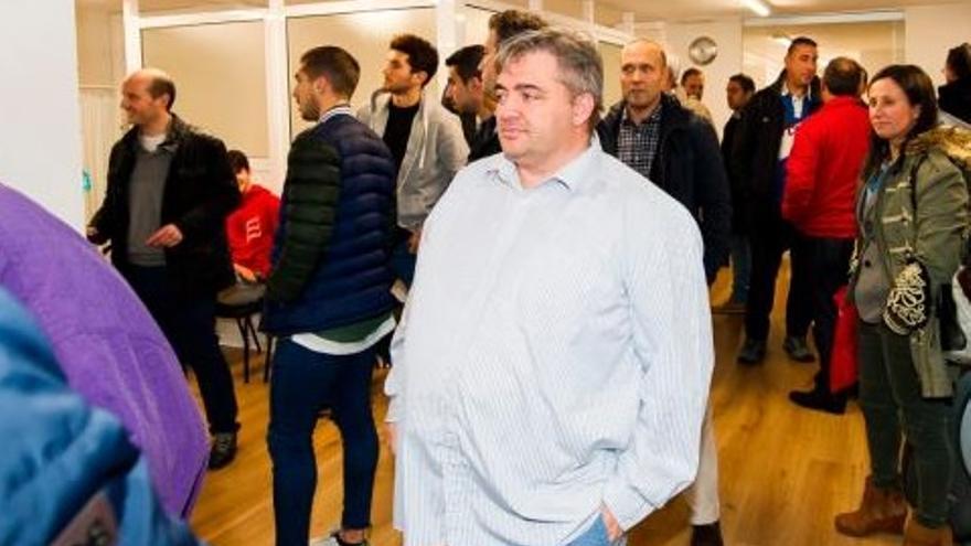 Peláez en el centro de la imagen en un acto con la Federación | FCF