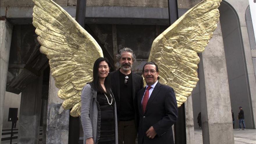 """El escultor Jorge Marín deja """"Alas de México"""" en China"""