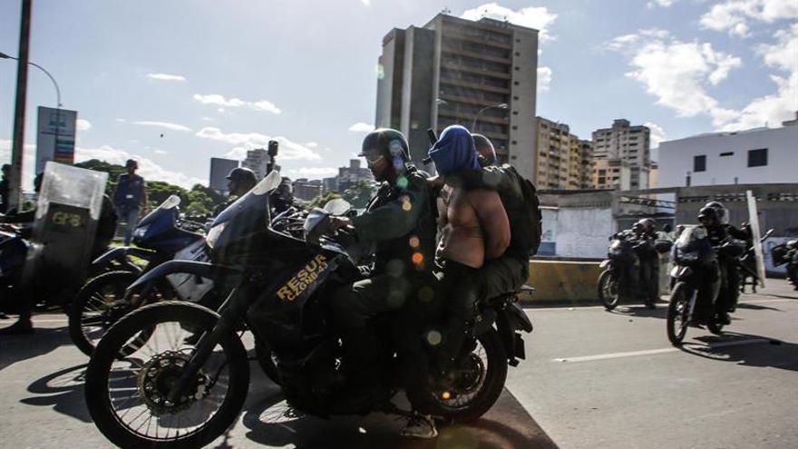 Hombres armados atacan un hospital en Caracas durante una protesta opositora