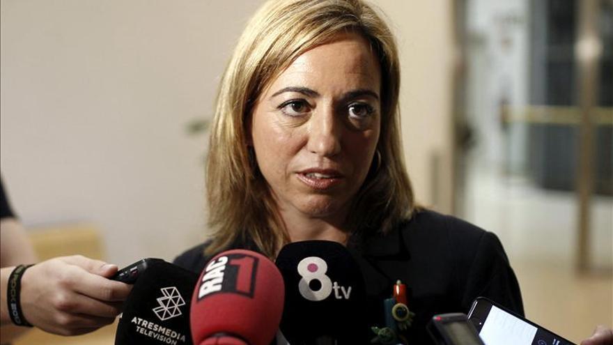 """Chacón exige reunión Rajoy-Mas y no gobernar """"a golpe de querella y bandera"""""""
