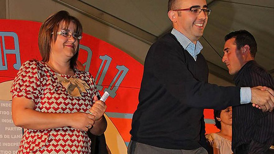 Gladys Acuña y Fabián Martín en un acto. FOTO: Diario de Lanzarote.