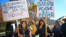 Manifestación en el barrio madrileño de la Ventilla contra la venta de vivienda protegida.