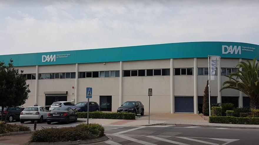 Se central de Depuración de Aguas del Mediterráneo, en Paterna. Frente al edificio se encuentra la otra sociedad clave, Consomar.