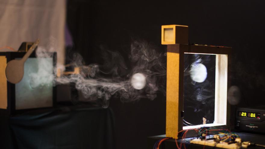 El sistema interpreta un anillo de humo como un 1 en código binario (Foto: Niklas Isselburg y Jakob Kilian)