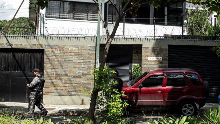Refuerzan la vigilancia al comisario en arresto domiciliario tras la fuga de Ledezma