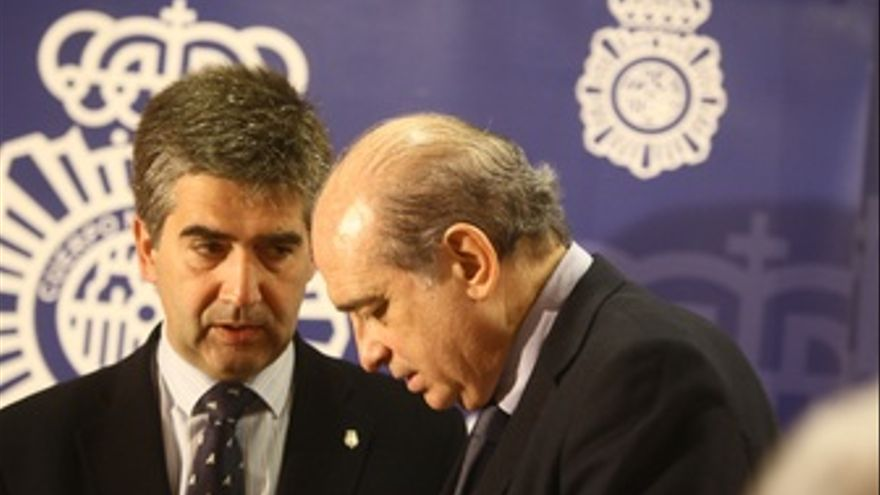El Director De La Policía Y El Ministro Del Interior