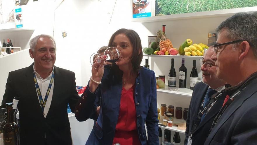 La ministra de Industria, Comercio y Turismo, Reyes Maroto, visitó este martes el 'stand' de Tenerife.