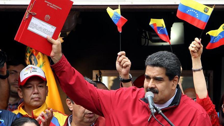 El Parlamento aprueba desconocer las bases de Constituyente convocada por Maduro