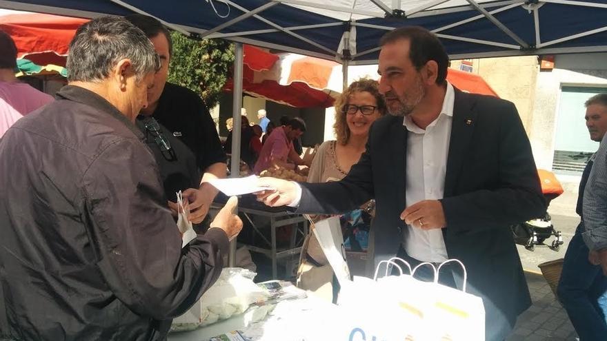 Espadaler espera que los alcaldes retirarán 'esteladas' tras la orden de la JEC