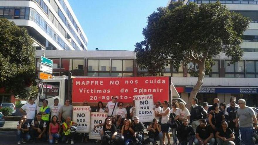 Marcha motera en Gran Canaria de los afectados del accidente de Spanar (@BusDignidad)