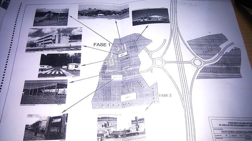 El proyecto fue licitado como un estacionamiento de vehículos pesados, pero era una macro estación de servicios como demuestra el plano del proyecto